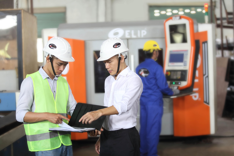 CEO Lê Mạnh Trường đến thăm nhà máy Elipsport
